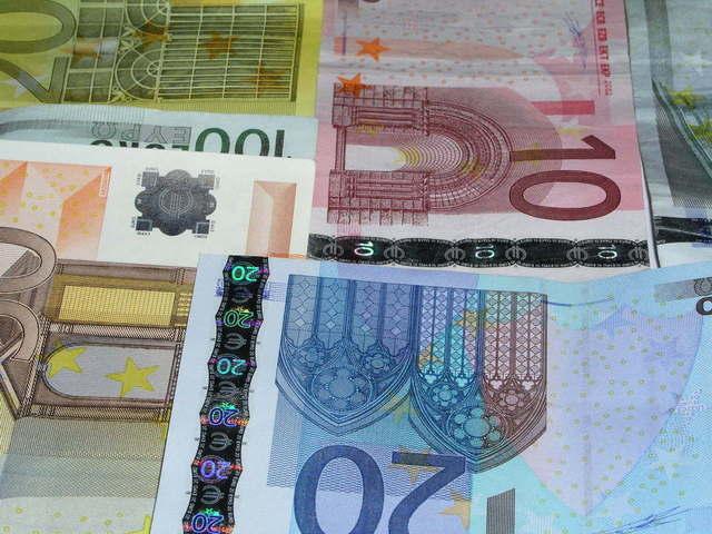 Când se vor lansa ghidurilor pentru fondurile europene? În maxim 10 zile vor fi lansate în consultare publică o parte dintre ghiduri. Stiri agricole
