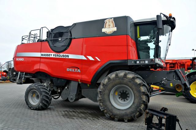 MASSEY FERGUSON Model  9380 AL, combine agricole