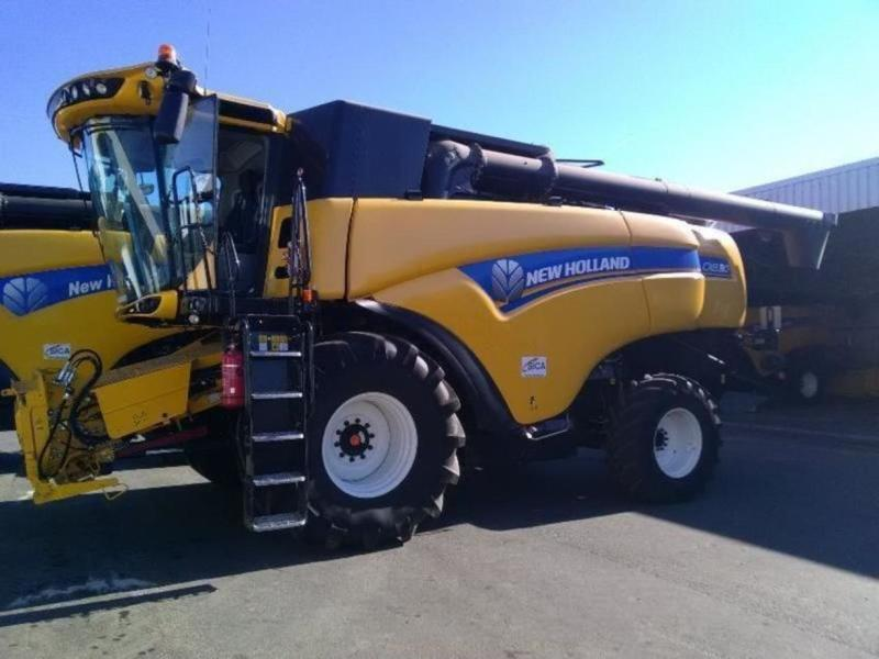 NEW HOLLAND Model  CX 8.80 T4B, combine agricole