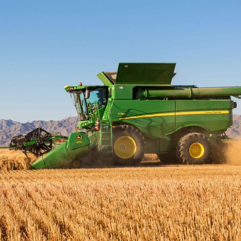 JOHN DEERE Model  S780, combine agricole