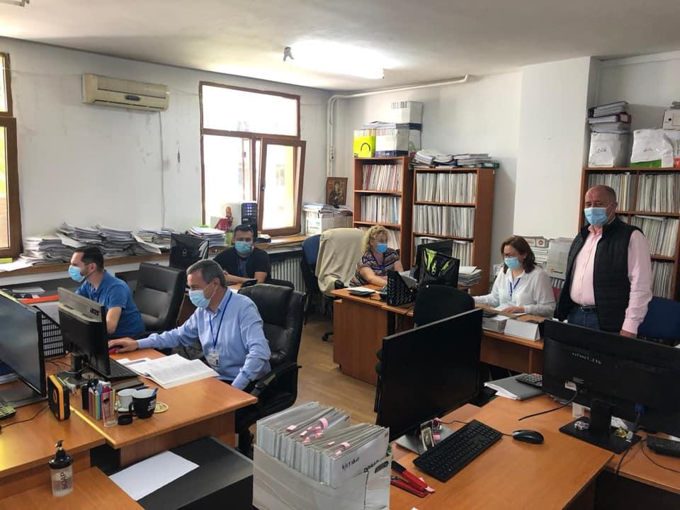 Activitate intensă la APIA - tot personalul este folosit la primirea cererilor pentru ajutorul de stat acordat producătorilor agricoli; stiri agricole