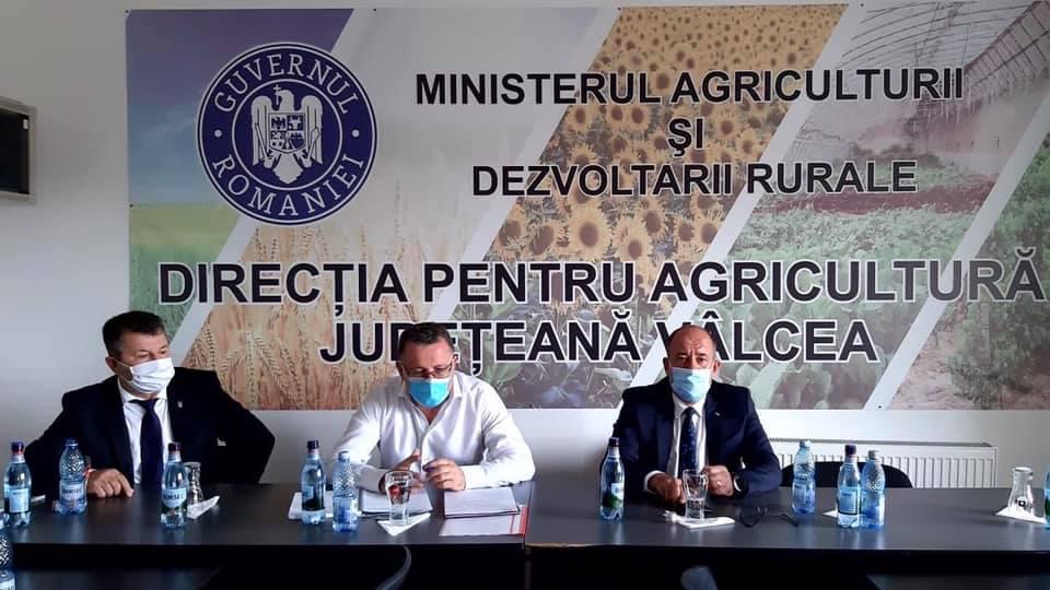 Directorul General APIA, domnul Adrian Pintea, in Vâlcea; analiza suprafețelor afectate de secetă, campania pentru depunerea cererilor unice; stiri agricole