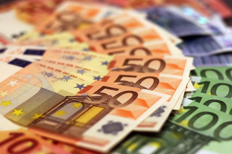 Plăți în avans APIA-peste 1 miliard de euro în conturile fermierilor. Plățile în avans vor fi acordate în perioada 18 octombrie–30 noiembrie. Stiri agricole