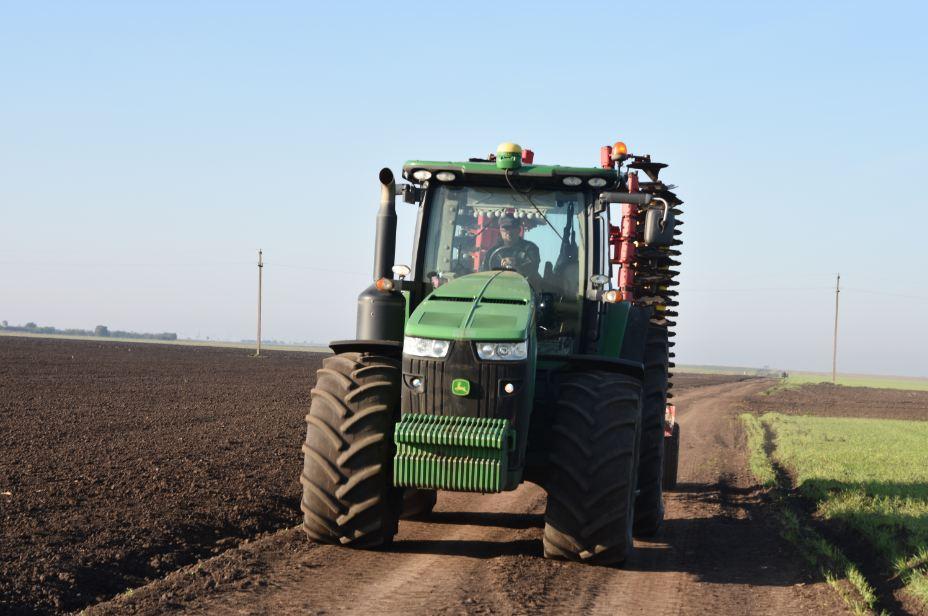Reducerea TVA la achiziția utilajelor agricole de la 19 la 5%; achiziție cu factura externă (fără TVA) sau achiziție interna; stiri agricole