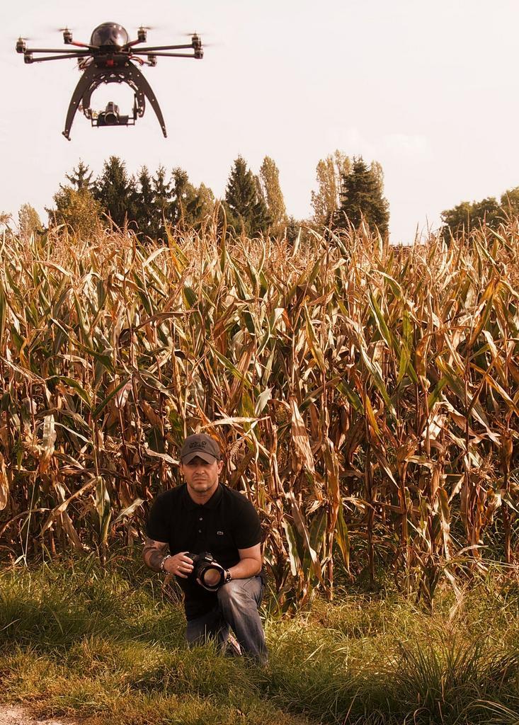 Piața olandeză a roboților agricoli s-ar putea tripla în urmatorii 10 ani; cifra de afaceri a pieței agritech e de 6 miliarde de euro; AgrimaSat