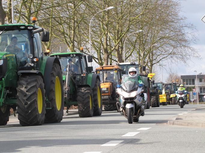 Fermieri inșelați ca urmare a neonorării unor contracte de achiziții de utilaje agricole; neexecutarea unor contracte de furnizare echipamente agricole
