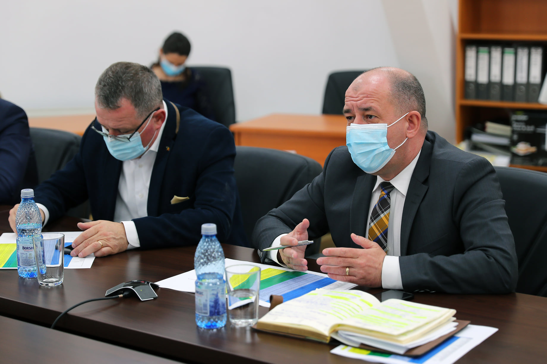 Videoconferință directorul general APIA, Adrian PINTEA, - Adrian Oros. au fost depus 5.524 de cereri de plată, pentru o suprafață de 48.072 ha. stiri agro
