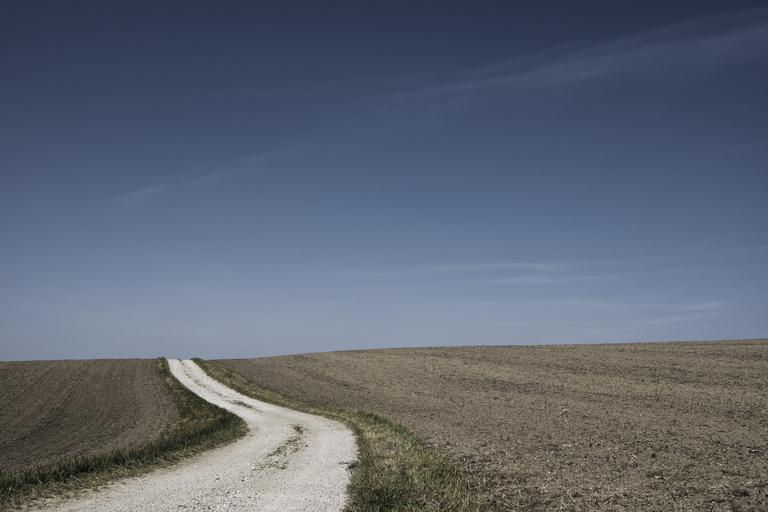 Fermieri expropriați și despăgubiți cu doar 0,5 euro/mp de teren extravilan şi cu 3,90 euro/mp teren intravilan agricol. Stiri agricole