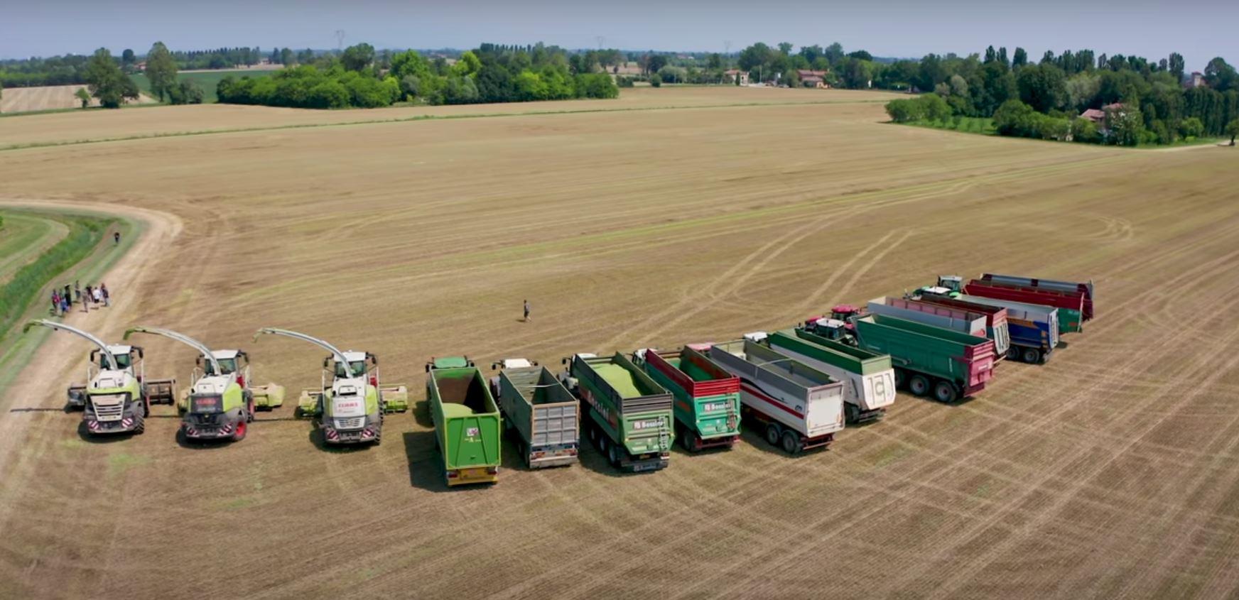 Flotă de utilaje agricole: de la însămânțare până la însilozare. Diferitele mașini agricole ale cooperativei agricole din nordul Italiei. Stiri agricole