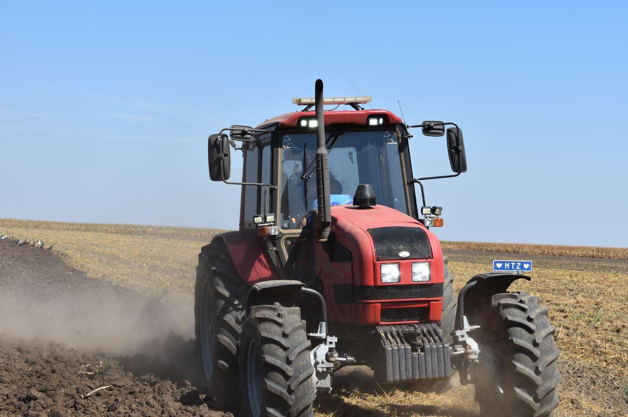Ce se întâmplă dacă fermierii ar câștiga la fel de mulți bani ca politicienii? Fermierii produc alimente. Politicienii produc dejecții. Stiri agricole